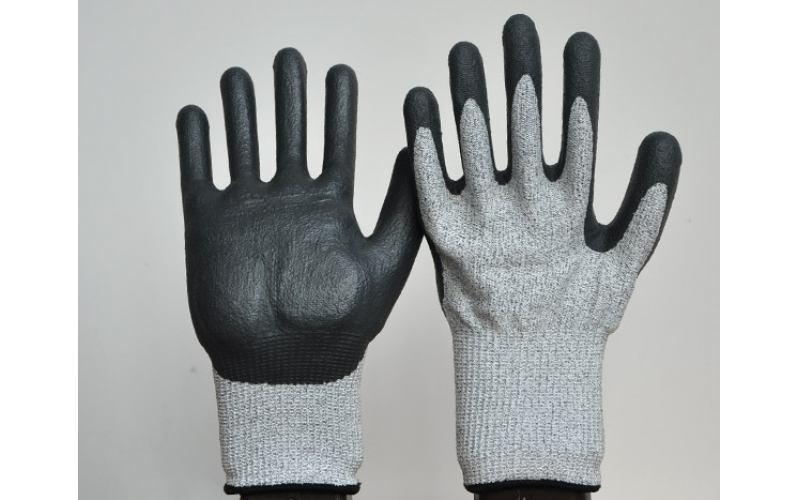 Introduce the use of cotton gloves in the market